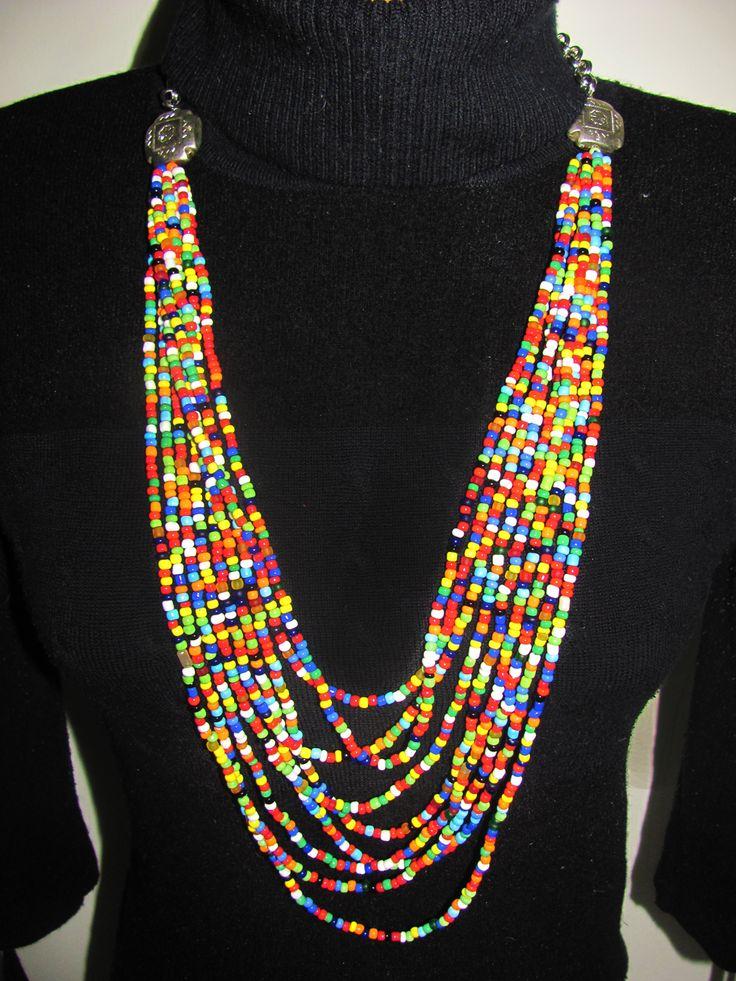 Collar de colores elaborado a mano chaquiras.
