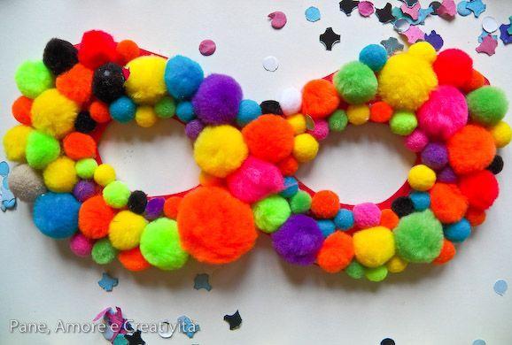 Carnevale fai da te: la maschera con i pompon