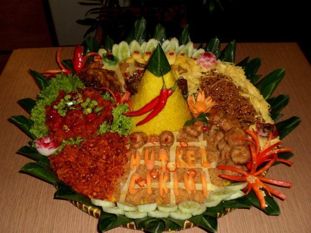 This Nasi Tumpeng dish is usually made  for birthdays.  Yellow coconut rice, fried chicken, fried cripsy anchovies,omelette, fritters and vegetables..