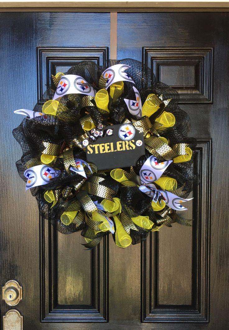 Football team wreath, custom wreaths by WreathBySuzieV on Etsy https://www.etsy.com/listing/486448149/football-team-wreath-custom-wreaths