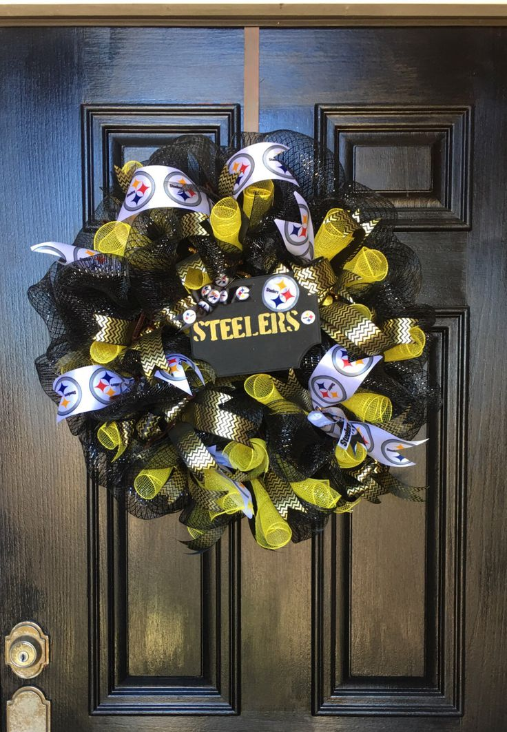Football team wreath, custom wreaths by WreathBySuzieV on Etsy https://www.etsy.com/listing/486448149/football-team-wreath-custom-wreaths