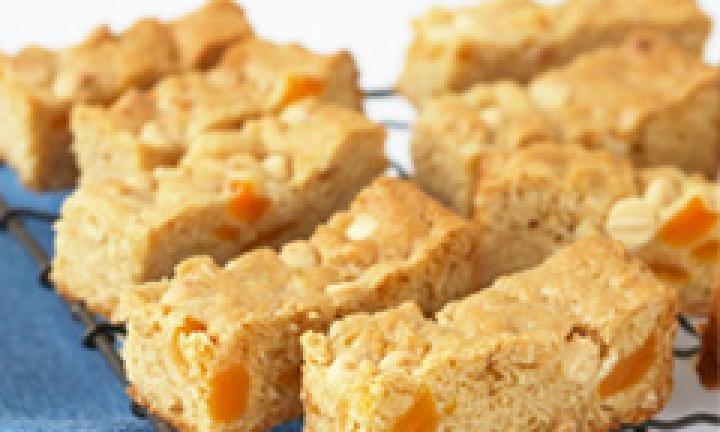 Apricot muesli bars