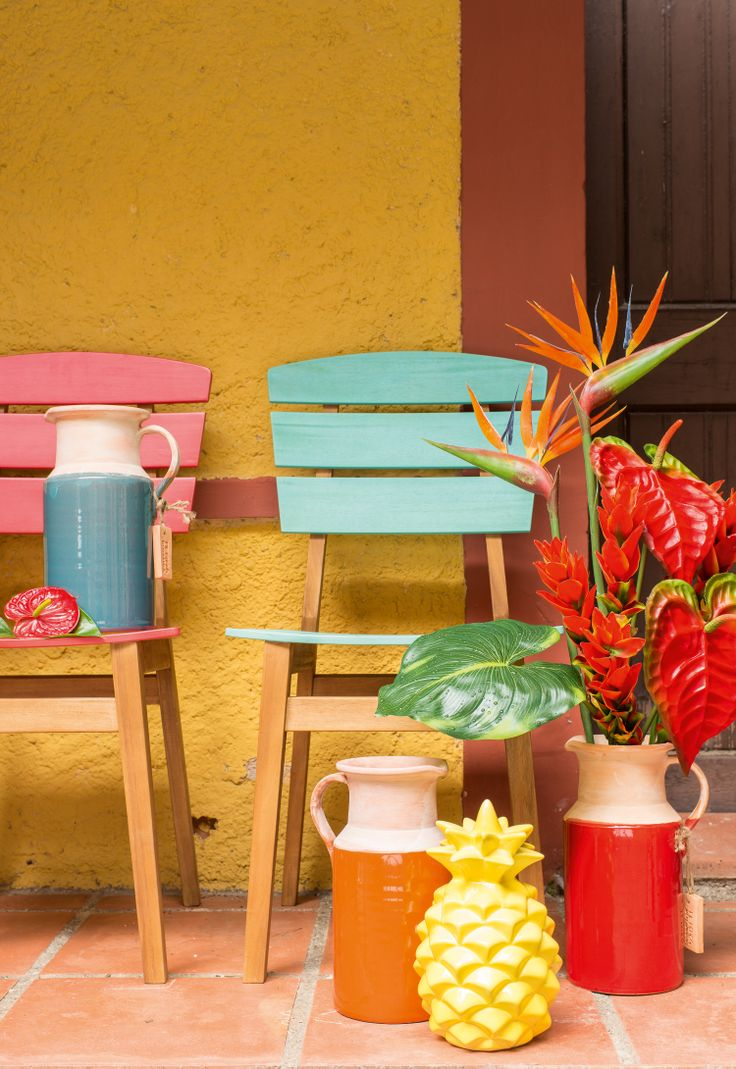 Pitcher Faro, Chair Brazil and Artificial Flowers by Pfister, Summer Paradise, Indoor Ideas, Furnishing and Decoration Ideas, Decoration, Pineapple, Beautiful Flowers