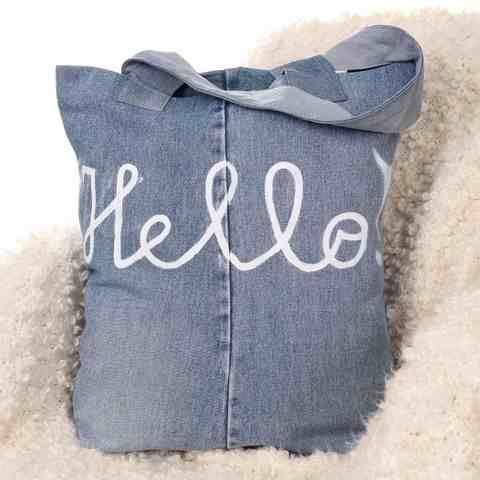 Designerska torba na zakupy. Ręcznie wykonana. Dżinsowa. Torba jest bardzo wytrzymała i pojemna. Zmieścisz w niej wszystko to co będziesz chciała, nadaje się na zakupy, wyjazdy weekendowe za miasto, na plaże w KuferArt.pl
