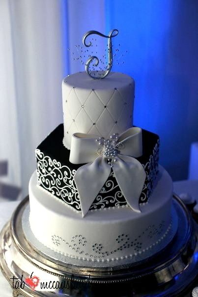 Black and White Wedding Cakes Designs