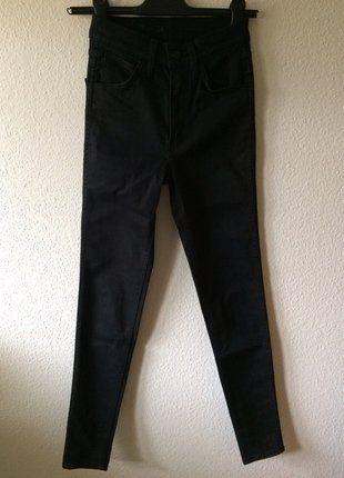 À vendre sur #vintedfrance ! http://www.vinted.fr/mode-femmes/jeans/26132123-joli-skinny-noir-taille-haute-levis-neuf
