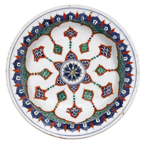 An Iznik polychrome pottery dish, Turkey, circa 1575-80 | Lot | Sotheby's