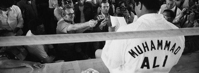 Muhammad Ali in 10 citate memorabile - http://www.101zap.com/2016/06/05/muhammad-ali-10-citate-memorabile/ - Muhammad Ali (74) s-a stins din viata sambata dimineata dupa o lupta de peste 30 de ani cu boala Parkinson. Acesta a fost cunoscut pentru palmaresul obtinut in box, pentru activismul civic, si pentru lupta sa pentru egalitatea de sanse. Mai jos puteti vedea cateva dintre vorbele de duh pentru... - #Citate, #MuhammadAli