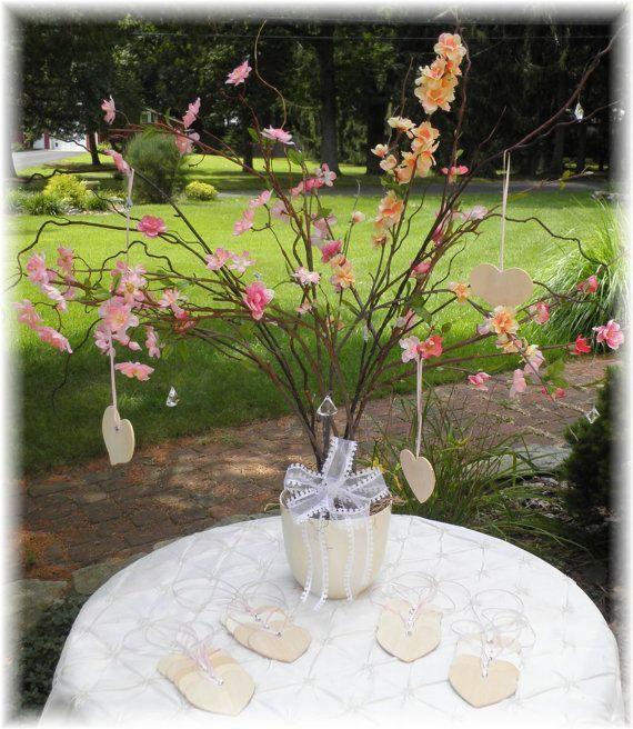 ゲストのメッセージを吊り下げるウェディングツリーも桜モチーフで♡ 桜の時期の披露宴・二次会・1.5次会のアイデア☆