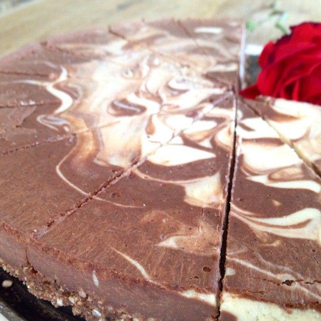 Raw food vegan chocolate & coconut cake create for today our cafe. Ingredients: walnuts, cashew, raw cacao butter, raw cacao ,coconut water, coconut flour, vallina, EX.virgin coconut oil, agave...etc. Only organic ingredients. Price: 35kr/piece. #trädgårdscafe,#rawfood,#rawfoodcafe,#ekocafe, #grönsmoothie