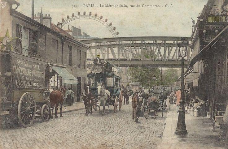 Paris 15è ,1824 .La rue du Commerce constituait l'axe central d'une opération de lotissement menée sur la commune de Vaugirard par les entrepreneurs Violet et Letellier en 1824. Ce nouveau quartier se répartissait selon un lacis de rues agencées en damier. Le design de ces nouveaux immeubles fut pensé de façon à séduire la petite bourgeoisie de l'époque. L'ensemble fut très vite complété par un port, une église (1825), le pont de Grenelle (1826) et le théâtre de Grenelle (1829).