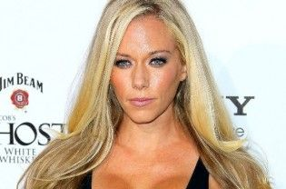"""Los Angeles : Reality TV star Kendra Wilkinson reportedly wants to work her way to make a career as a singer. According to a source, the 29-year-old is hoping to sign a major record deal and has already been playing around in a recording studio, reports femalefirst.co.uk. """"She's always loved being on stage, so when an opportunity opened up for...  Read More"""