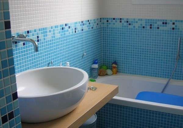 Плитка для ванной комнаты с цветочным узором