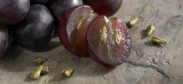 Por sus propiedades nutricionales y medicinales, el aceite de semilla de uva se ha utilizado en muchos remedios caseros naturales durante siglos.