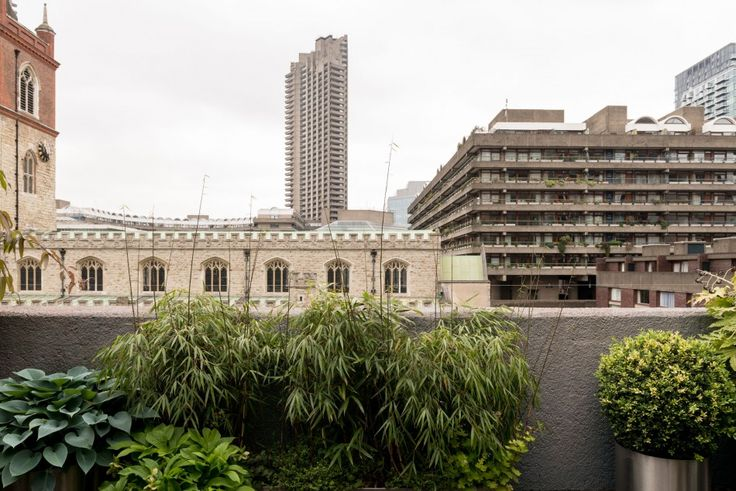 Set in the remarkable Wallside development, this five-bedroom grade II-listed house with roof terraces and a private garage was designed by architects Chamberlin, Powell and Bon in 1971. This is a truly rare opportunity to acquire one of only a handful of houses on the Barbican Estate. This unique terrace of townhouses runs parallel to the […]