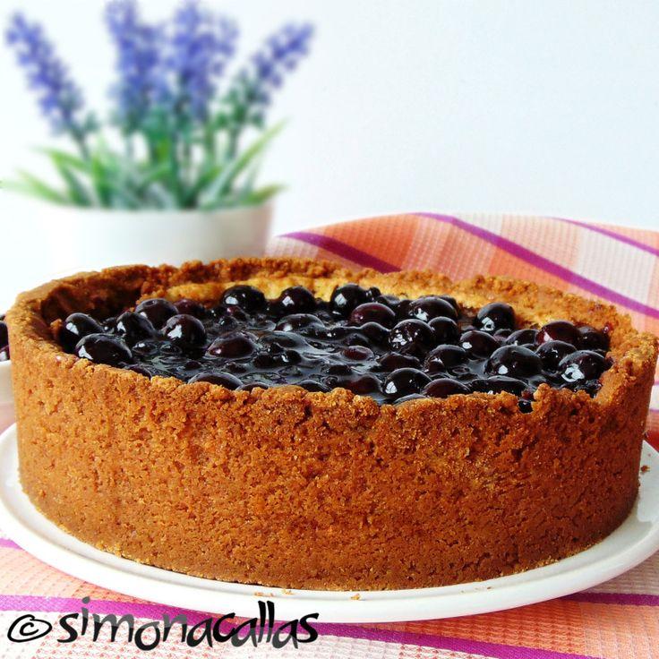 Cheesecake cu topping de afine Afinele sunt perfecte pentru cheesecake, pentru că sunt acrişoare, suculente şi completează gustul dulce al prăjiturii.