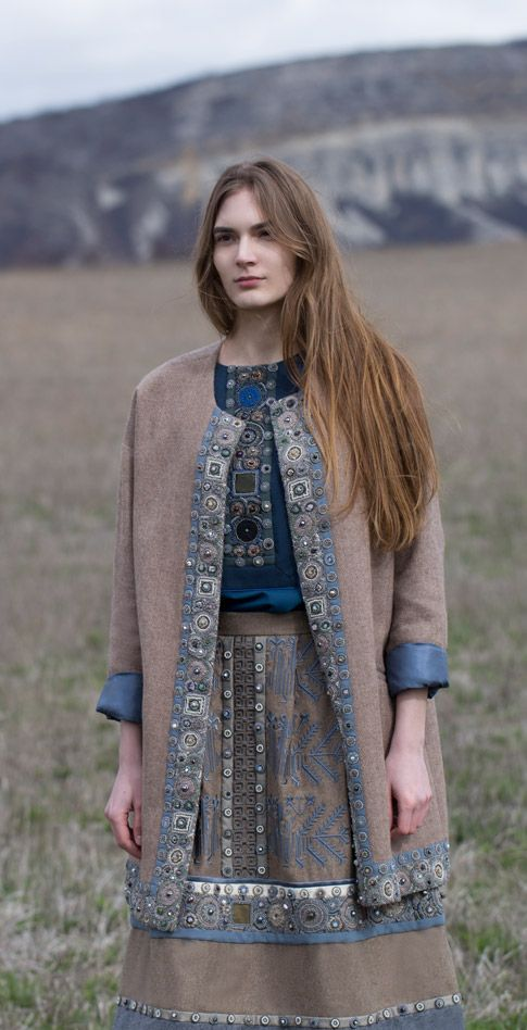 Кашемировый кафтан с блузой классической модели и расшитой юбкой