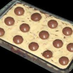 Receita de Torta Sonho de Valsa - 1 lata de leite condensado, 1 lata de leite (use a lata de leite condensado como medida), 3 ovos separados, 2 colheres (so...