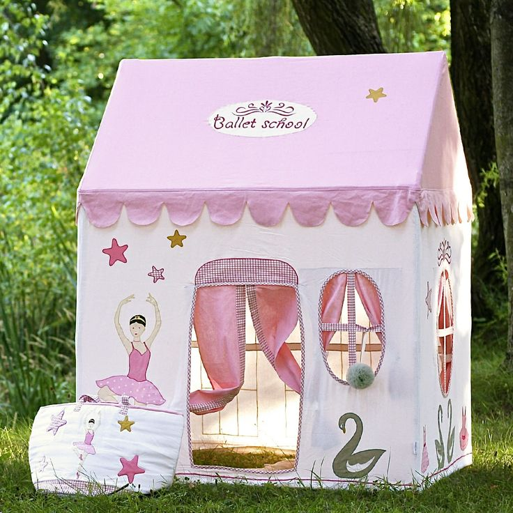 This children's playhouse is made of 100% cotton material of the very highest quality, with an easily assemblable aluminum frame. Numerous designs (Prima ballerina, swans, stars ...) are embroidered and appliqued with care throughout the house and giving it a real sense of style. With this lovely playhouse, children have a place just for them and in ...