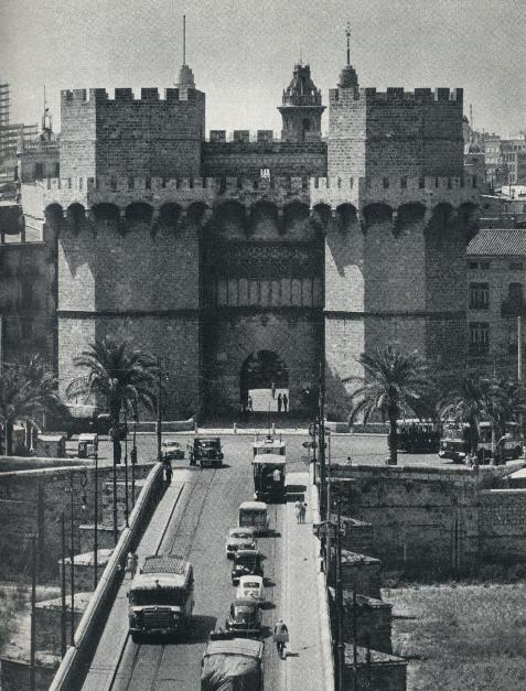 Torres de Serranos, antigua entrada a la ciudad / valencia / vintage cities