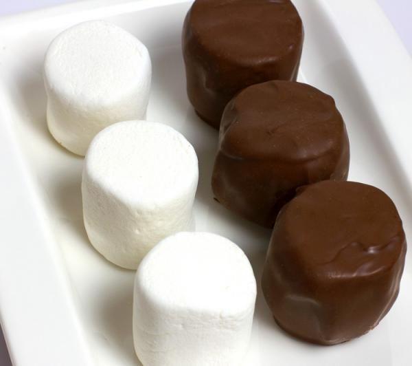 Aprenda a preparar nhá bentinha caseira com esta excelente e fácil receita. Nhá benta é um delicioso bombom de marshmallow com cobertura de chocolate, perfeito para...