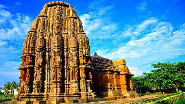 Places To Visit In Bhubaneswar : One of the oldest cities of India, the history of #Bhubaneswar stretches back over 2000 years where it held the distinction of being the capital of ancient Kalinga. #Temples | #India | #Orissa