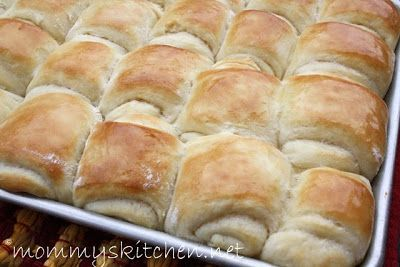 Mommy's Kitchen - Legendary Lion House Rolls. This recipe makes a ton of rolls, so they're perfect for Thanksgiving. #thanksgiving #dinnerrolls