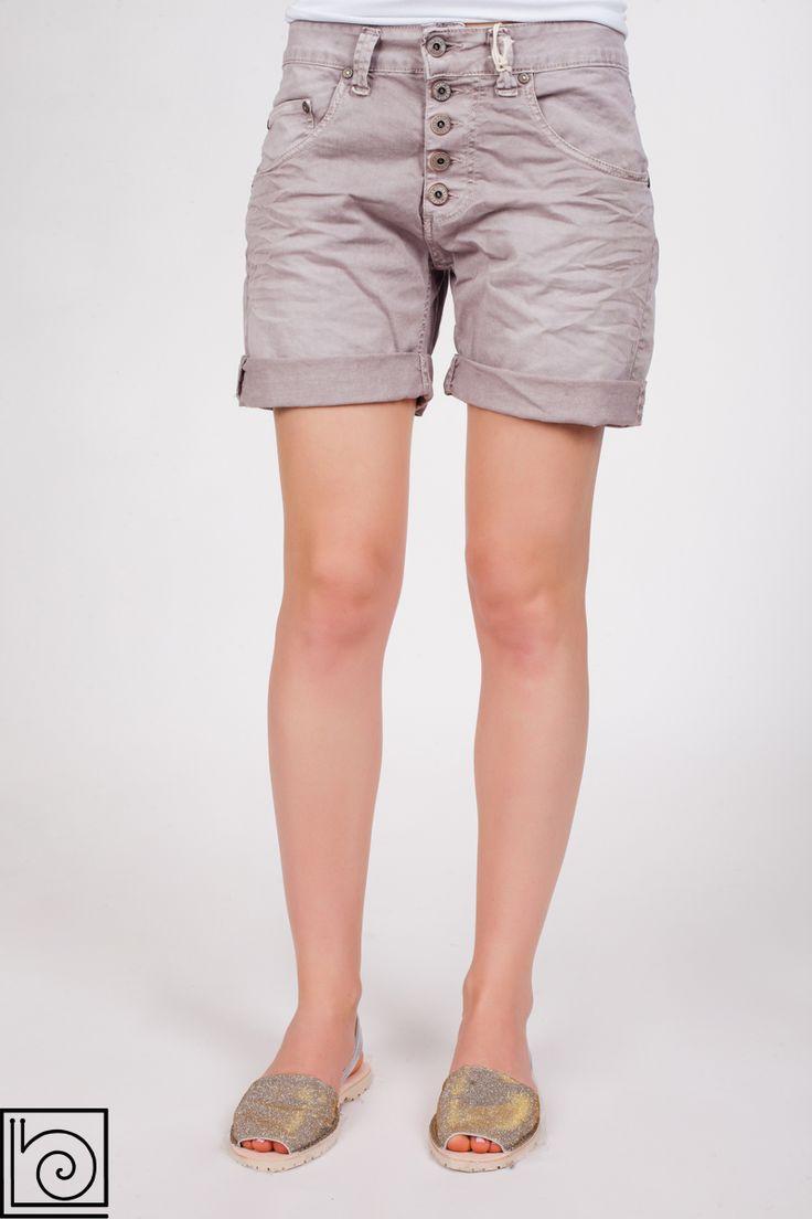 Женские джинсовые шорты брендовые, винтажные. Застежка на пуговицах. Внизу подворачиваются. Please. Италия.