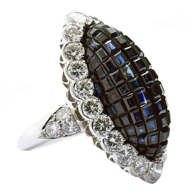 A little sparkle for your Wednesday... #humpday (VAN CLEEF & ARPELS Mystery Sapphire & Diamond ring.)