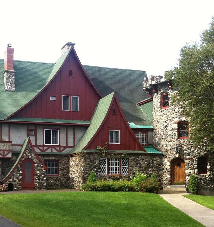 You'll be Lord and Lady of the castle at this charming old-world inn perched high above the river in Perth-Andover, New Brunswick.