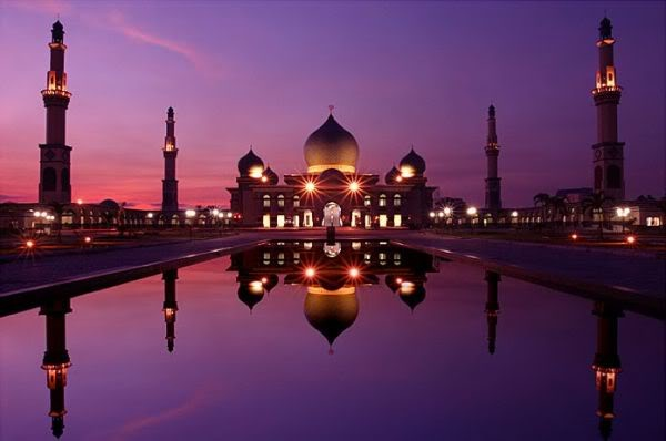 it's taj mahal ? no it's one of mosque in indonesia