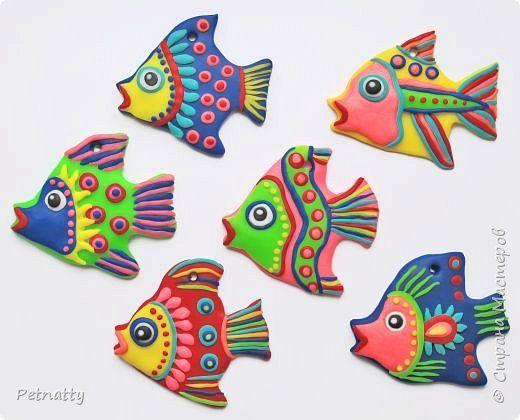 Рыбки из запекаемой пластики (Цернит). Одну увидела у художницы Amy Vangsgard, остальных лепила по аналогии. Размер примерно 5 см. Они местами слегка кривоваты, поскольку пришлось делать быстро, за один вечер.  фото 1