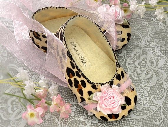 Baby Girl Shoe Emma in Leopard by Pink2Blue, slipper/bootie. Infant Sizes, Handmade by Pink2Blue. on Etsy, $40.00