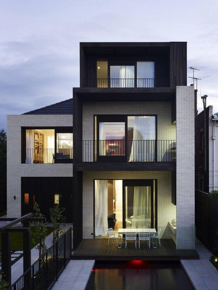 Fun exterior, wood and white brick. Middle Park House / KPDO