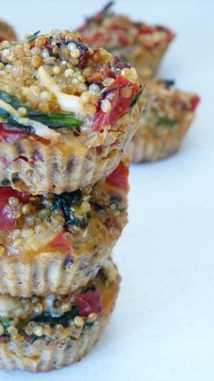 « Muffins » salés au quinoa, poivrons rouges et épinards
