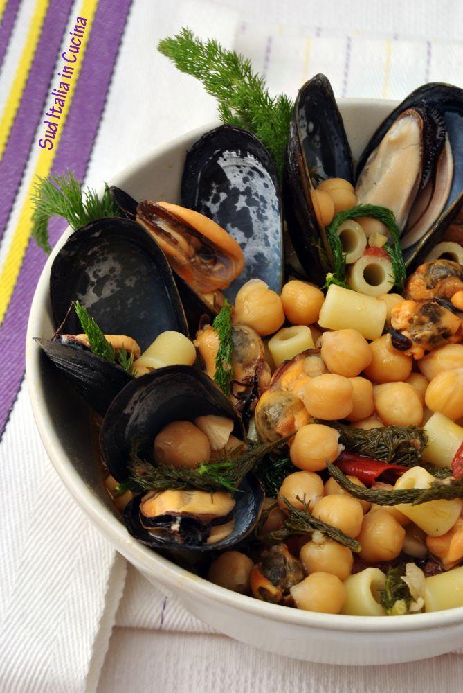 Pasta e Ceci con Cozze e Finocchiello - http://blog.giallozafferano.it/suditaliaincucina/pasta-ceci-con-cozze-finocchiello/