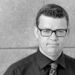 Simon HeisingHeising er advokat med eget firma, her finder du Simon Heisings profil på proff.dk, find data omkring Simon Heising. Simon er bosat i Hellerup by, som er i sjælland - Danmark. Har du brug for advokat bistand, så kontakt Simon Heising, han er en af danmarks bedste advokater med speciale i erstatningsret.