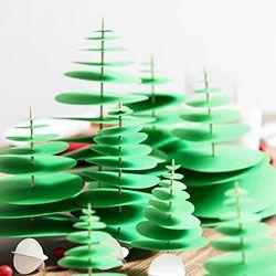 En rouge et vert, avec toute sa créativité, la blogueuse Sandra du blog Jésus Sauvage revisite les codes d'un Noël juste comme on l'aime : tradi mais trendy. Pour le décor, transportez ...