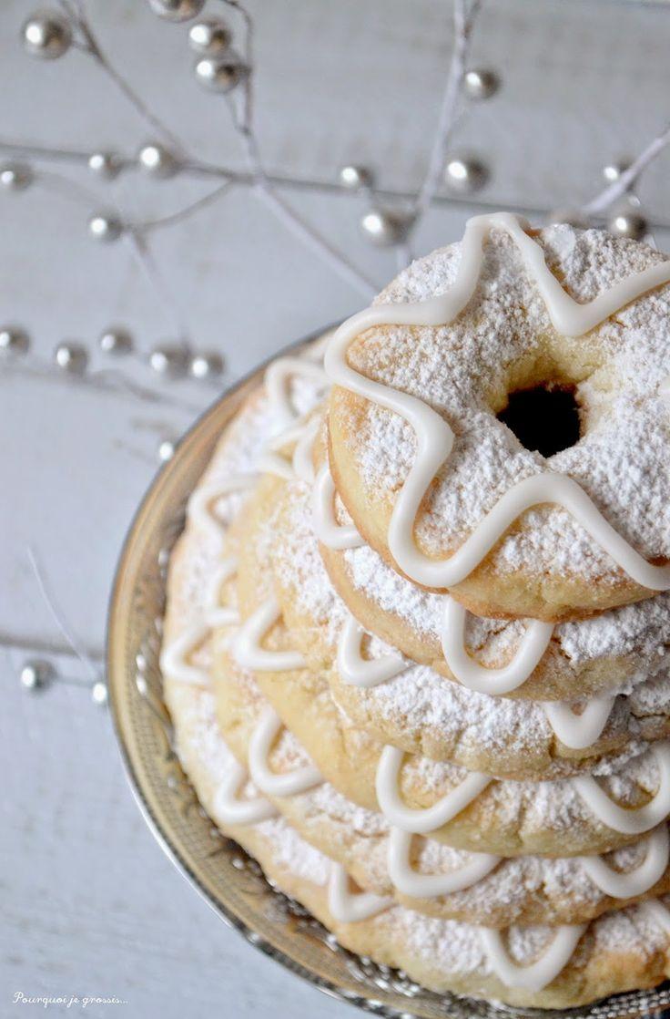Kransekake, biscuits scandinaves aux amandes.