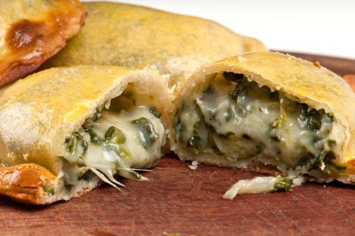 Vegetarian Empanadas with mushrooms, garlic, leeks, and broccoli (in spanish)