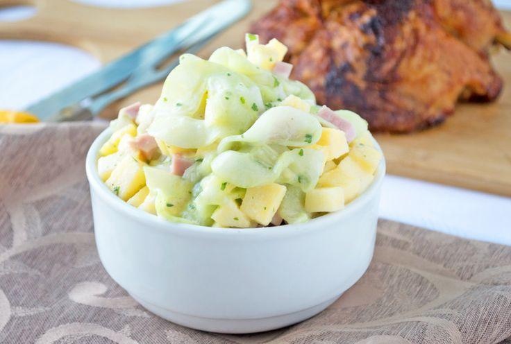 Der Gurkensalat mit Apfel schmeckt köstlich zu Gegrilltem. Ein Rezept für die nächste Sommerparty.
