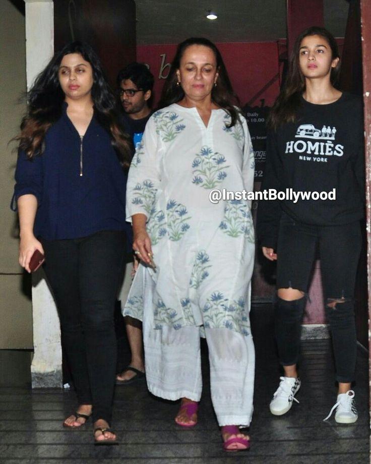 Alia Bhatt catches a Movie with Mom Soni Razdan and Sister Shaheen Bhatt. @InstantBollywood  . . #instabollywood #instantbollywood #bollywood #india #indian #desi #bollywoodactress #mumbai #aliabhatt #shahidkapoor #saifalikhan #kanganaranaut #sonirazdan #shaheenbhatt #surat #pune #bangalore #kolkata #chennai #cochin #ahmedabad #rajkot #indore #pune #bangalore by instantbollywood