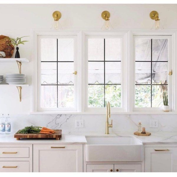 Light & bright makes for a perfect kitchen #satellitesconce #edgecliffpull (photo by @jennytrygg via @casework.it) / Shop this look - link in profile #schoolhouseelectric #schoolhouseliving