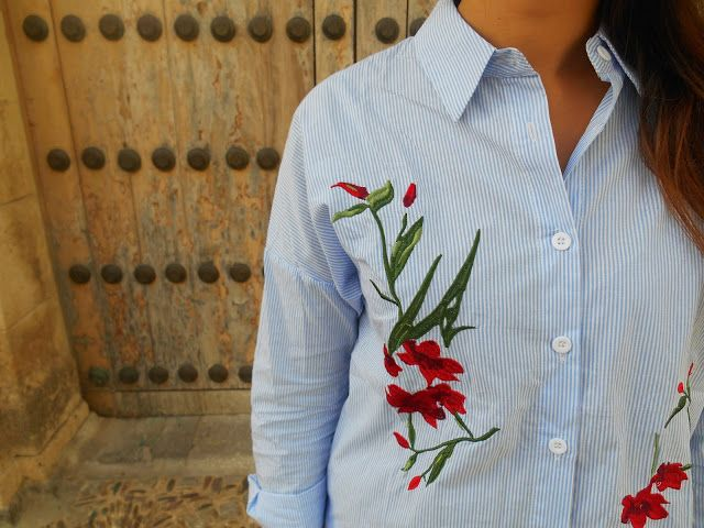 stripe shirt, white, blue, red, embroidery, flowers, girl, chic, look, outfit, blogger
