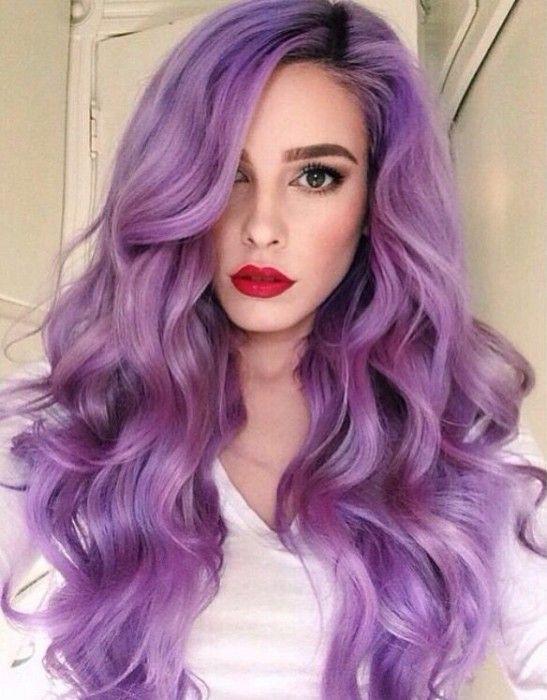 Chica con el cabello morado peinado con ondas                                                                                                                                                                                 Más