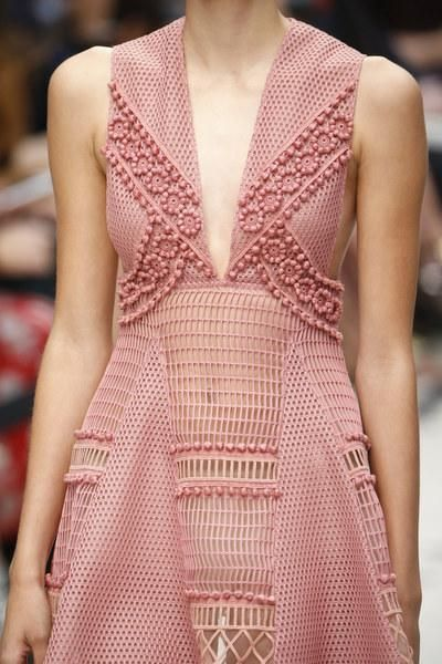 Burberry Prorsum Spring 2016 Ready-to-Wear Fashion ShowDetails http://bit.ly/1WSPru0 http://bit.ly/1UvxvHg