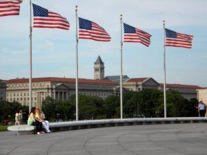 J'ai eu la chance de visiter la capitale politique des Etats-Unis. Là-bas se trouve le musée de l'Histoire Américaine, il est très intéressant, notamment en ce qui concerne la partie portant sur l'entreprise aux Etats-Unis. L'exaltation de l'éthique protestante se fait dans l'unité privée qu'est le business, elle incarne les valeurs américaines : la liberté, l'effort, le mérite...  Topic : Smithonian Institute, Washington D.C., the United States, business, American History