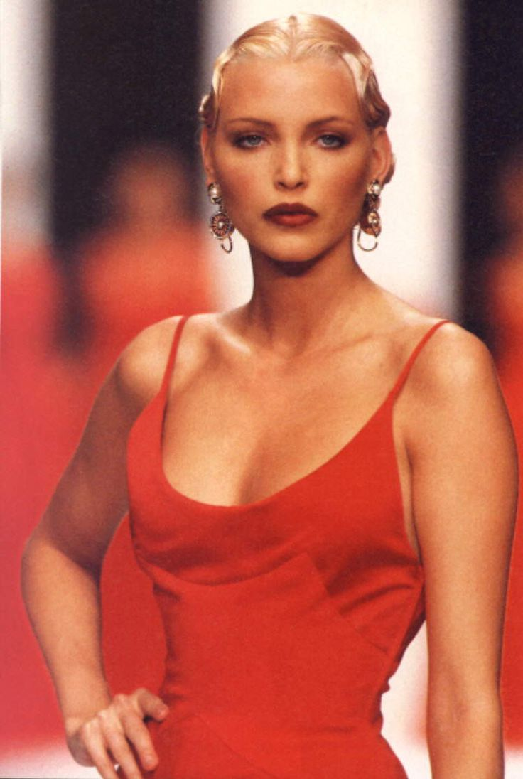 Nadja Auermann (born 19 March ) is a German supermodel and actress. Fashion designer Valentino once commented on her physical resemblance to Marlene Dietrich. [3] A New York Times fashion columnist, Guy Trebay, wrote of her