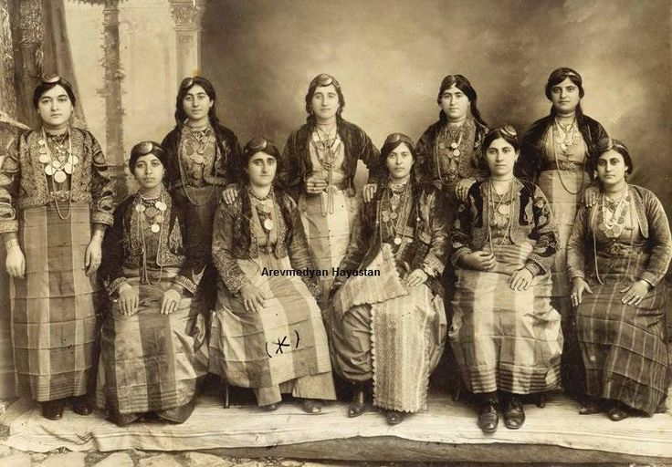Armenian girles and womans in traditional Armenian chlotes, (Western Armenia, Ottomanian Empire)