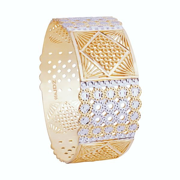 A thick strap like shape given to enhance its beauty and elegance.